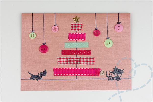 kerstkaart gemaakt met lintjes die een kerstboom vormen