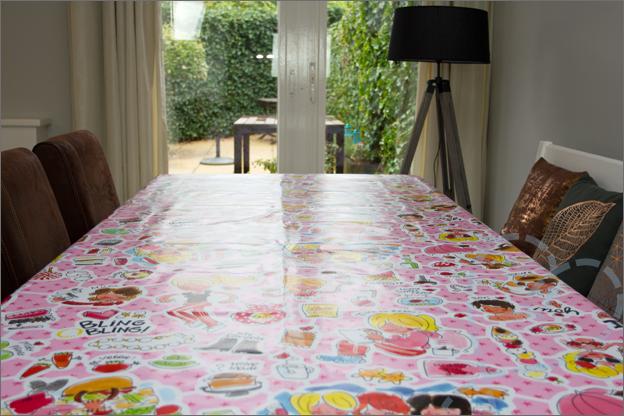 tafel met tafelzeil