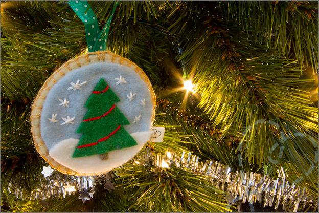 Kerstboom_versiert_3_kerstbal_vilt