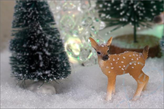 kerstbomen sneeuw en hertje