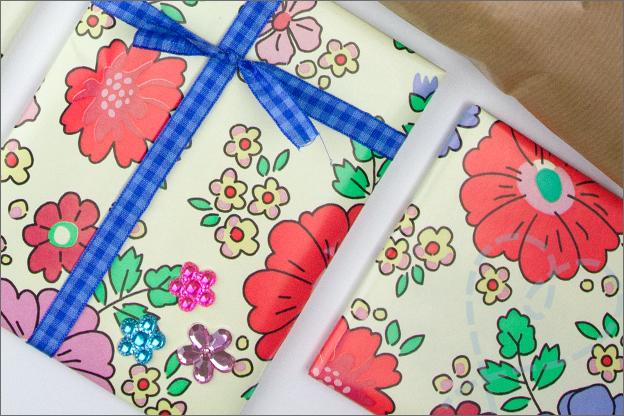 echte_post_is_cool_inpakken_cadeau_bloemen