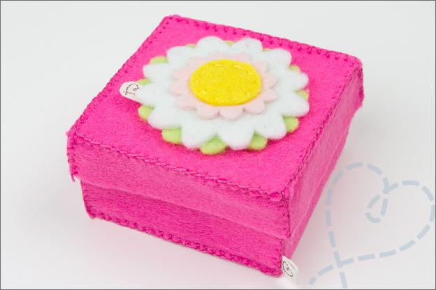 cadeaudoosje van vilt roze