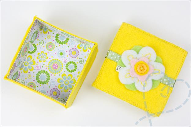 binnenkant doosje vilt met bloem