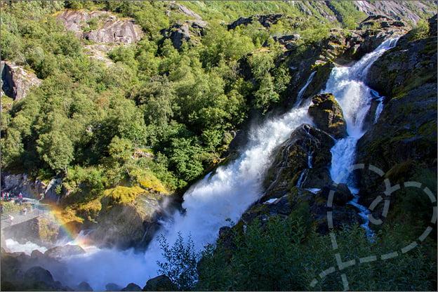 waterval jostedalen gletsjer noorwegen