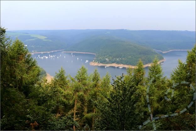 Vakantie landal eifeler tor kermeter uitzichtpunt Hirschley
