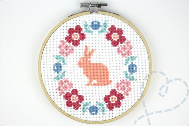Borduren pasen bloemen konijn eindresultaat