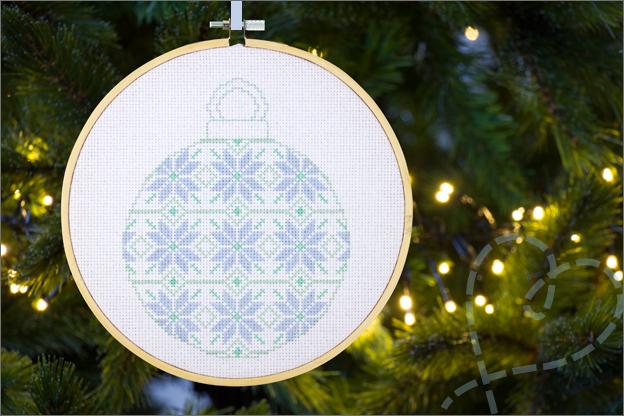 Borduren kerst gratis patroon kerstbal eindresultaat