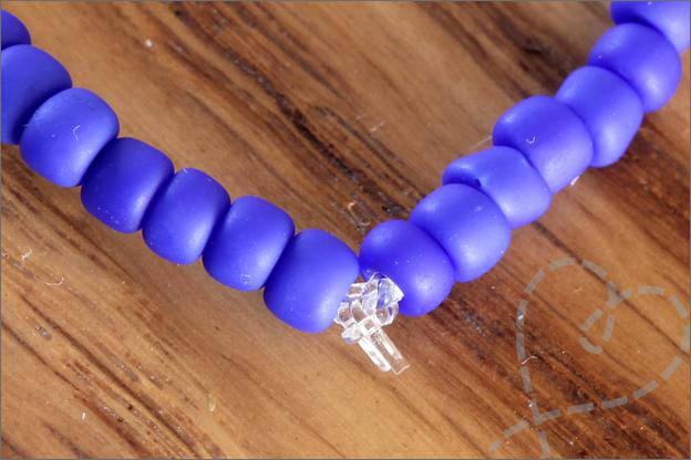 Sieraden maken zomerse armbanden elastiek knoop