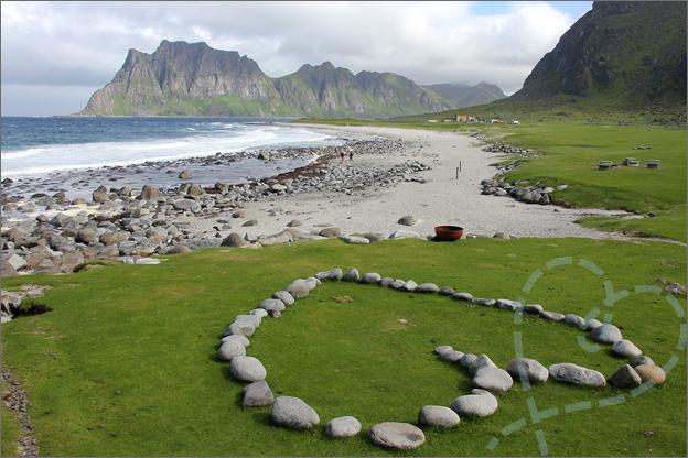Vakantie Noorwegen Uttakleiv beach hart stenen