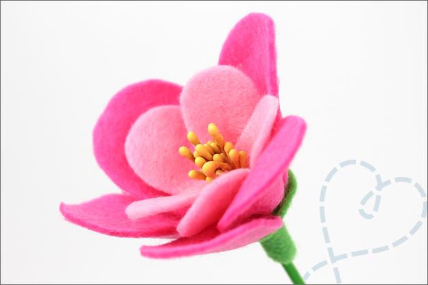 Bloemen van vilt roze meeldraden