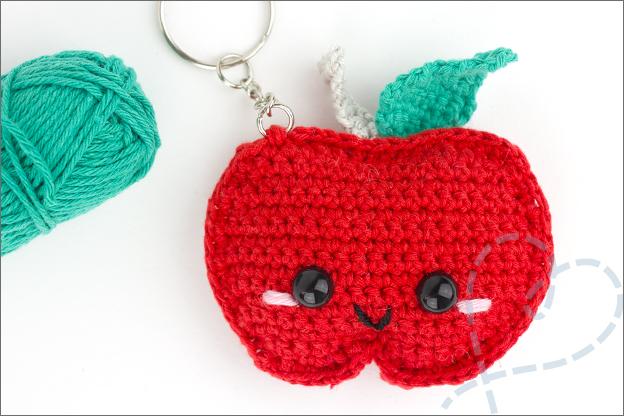 Haken sleutelhanger kawaii appel gratis haakpatroon