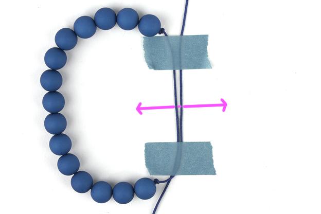uitleg armband verschuifbare knoop draden