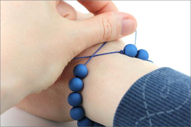 uitleg armband verschuifbare knoop juiste lengte