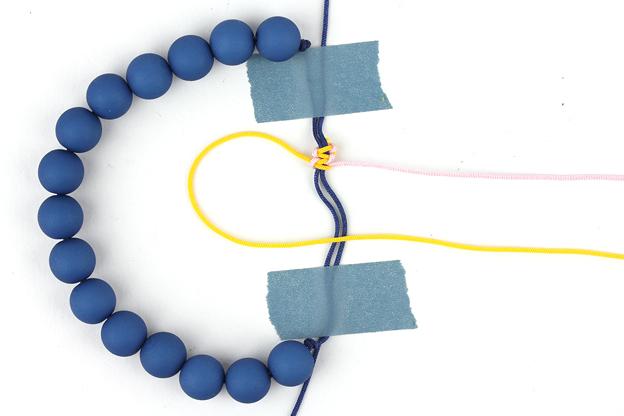 uitleg armband verschuifbare knoop stap 1