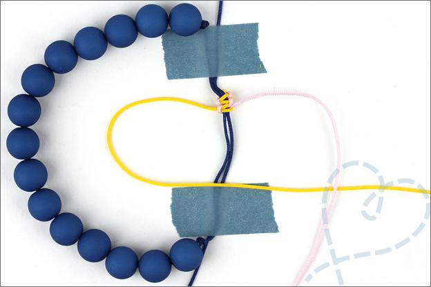 uitleg armband verschuifbare knoop stap 2